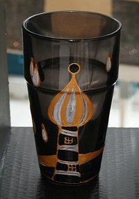 Glas im Hundertwasser Stil bemalt